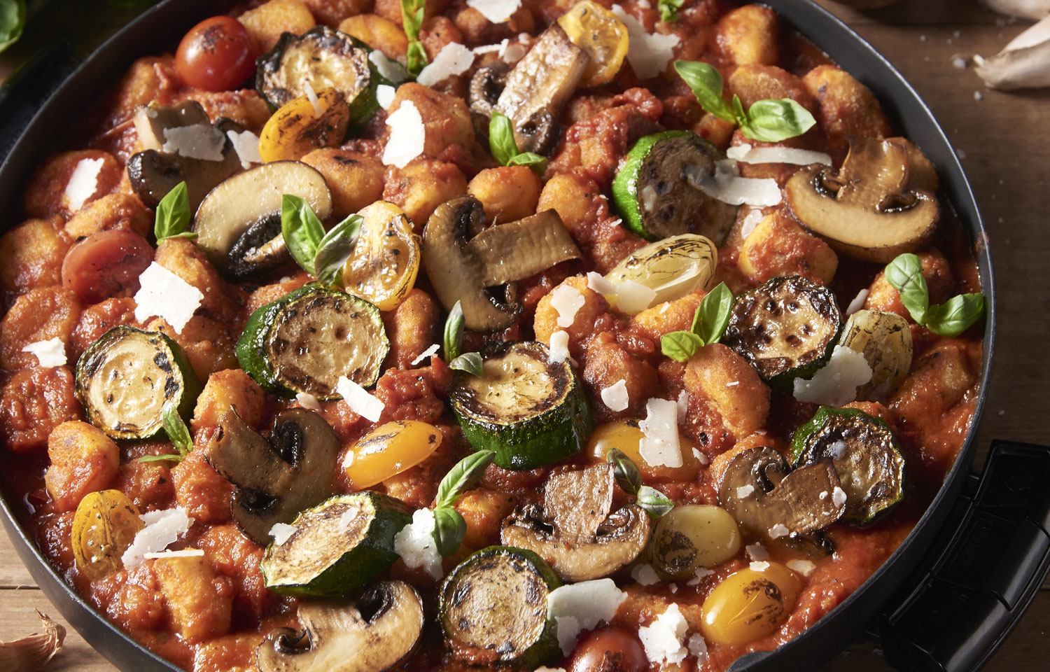 Roast gnocchi with Mediterranean vegetables and tomato